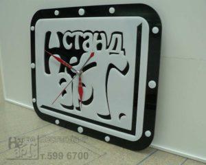 часы из оргстекла, акрила, изготовление часов с логотипом компании